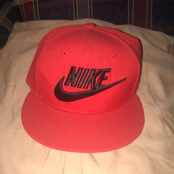 3a6eec623 Red Nike Snapback